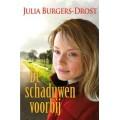 De schaduwen voorbij, Julia Burgers-Drost